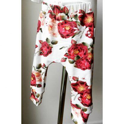 spodnie w czerwone róże