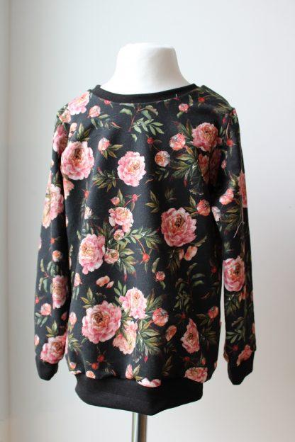 czarna bluza w róże